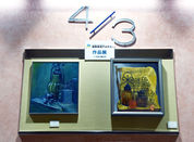 [3] 三階から四階の踊場展示。蝦名協子大人のアトリエ木曜教室の生徒さん2人